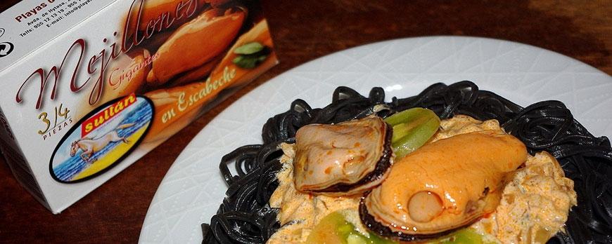Tagliatelle al nero di sepia con Mejillones | Receta