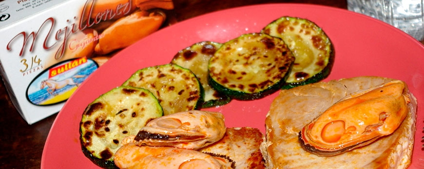 Atún marinado con conservas de mejillones