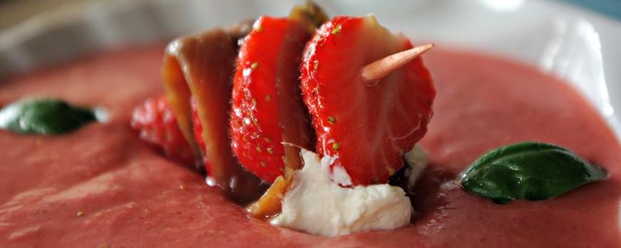Salmorejo de fresas y anchoas
